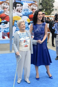 Grandma Perry's shirt was classic:  I've got the hots for Grandpa Smurf!  Check out the blinged out cane too! (C) Getty Images / Sony